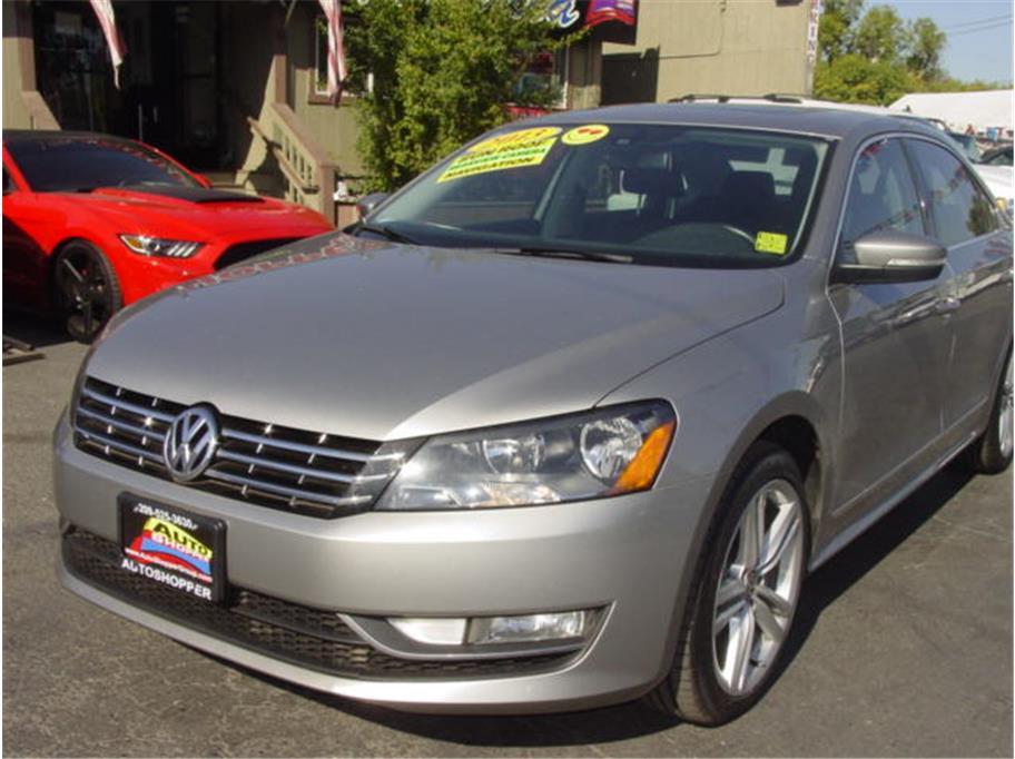 2013 Volkswagen Passat TDI SEL Premium Sedan 4D