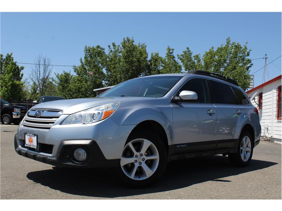 2013 Subaru Outback 2.5i Premium Wagon 4D