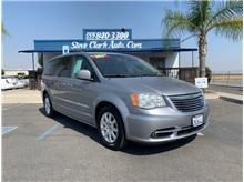 2014 Chrysler Town & Country Touring Minivan 4D