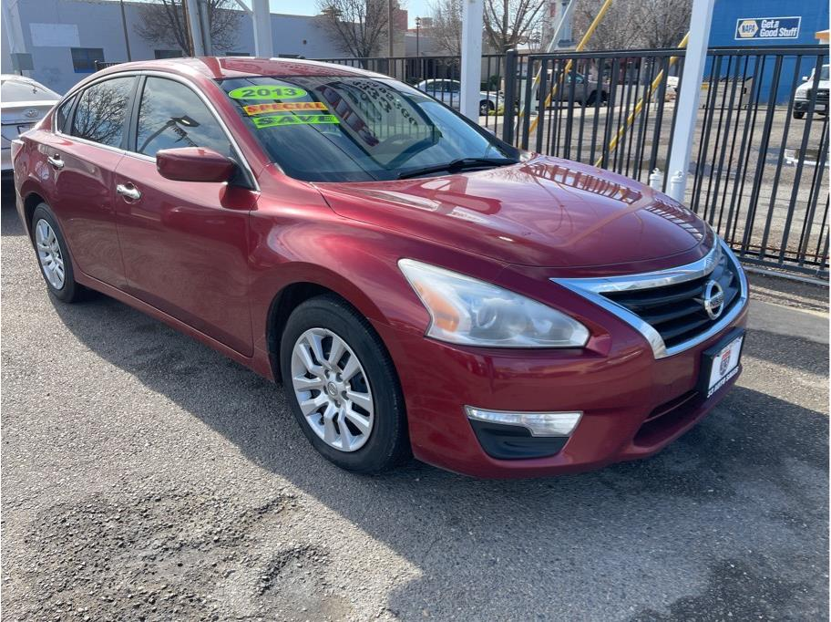 2013 Nissan Altima from 33 Auto Sales