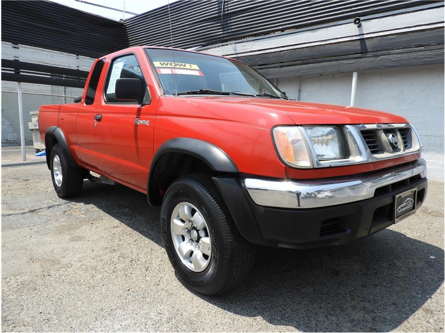 2000 Nissan Frontier Desert Runner XE
