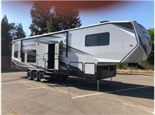 2019 ECLIPSE ICONIC 3422CL King Bed, Solar, Dual AC