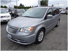 2016 Chrysler Town & Country Touring Minivan 4D