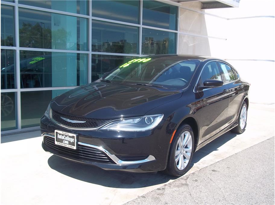 2016 Chrysler 200 from Auto College