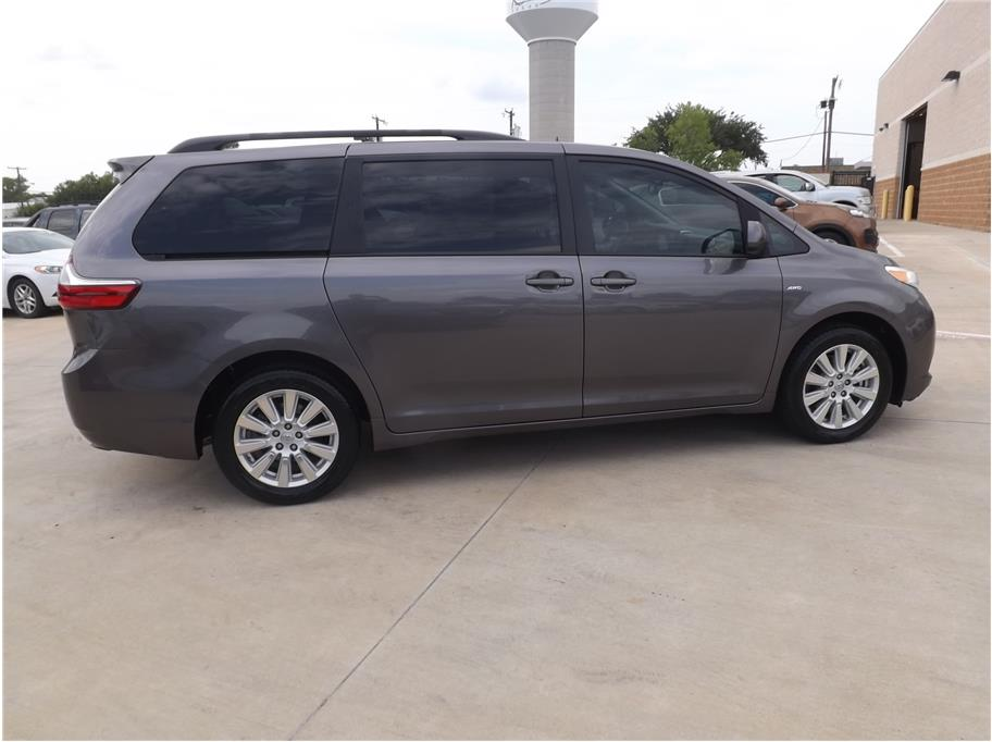 2017 Toyota Sienna from Barrett Motors