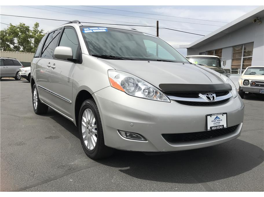 2010 Toyota Sienna from High Road Autos