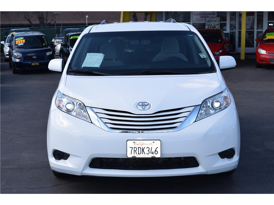 2015 Toyota Sienna from SPEED MAX