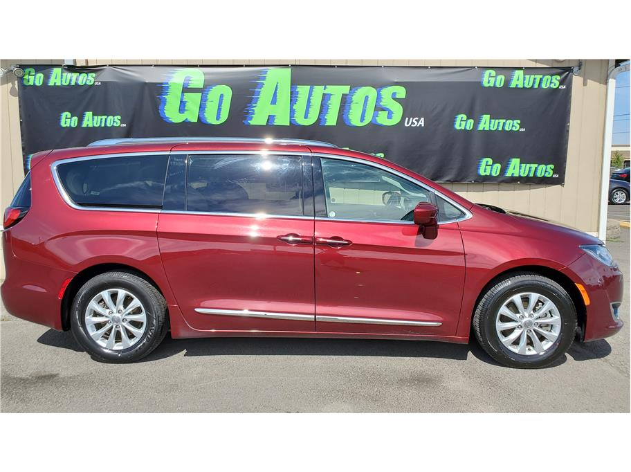 2018 Chrysler Pacifica from GO AUTOS USA