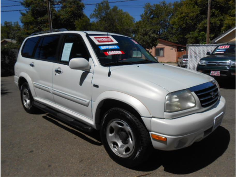 2002 Suzuki XL-7 from Hayes Auto Sales