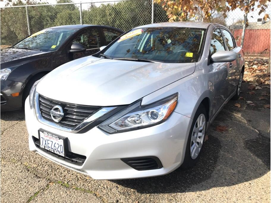 2017 Nissan Altima from GR Auto Sales
