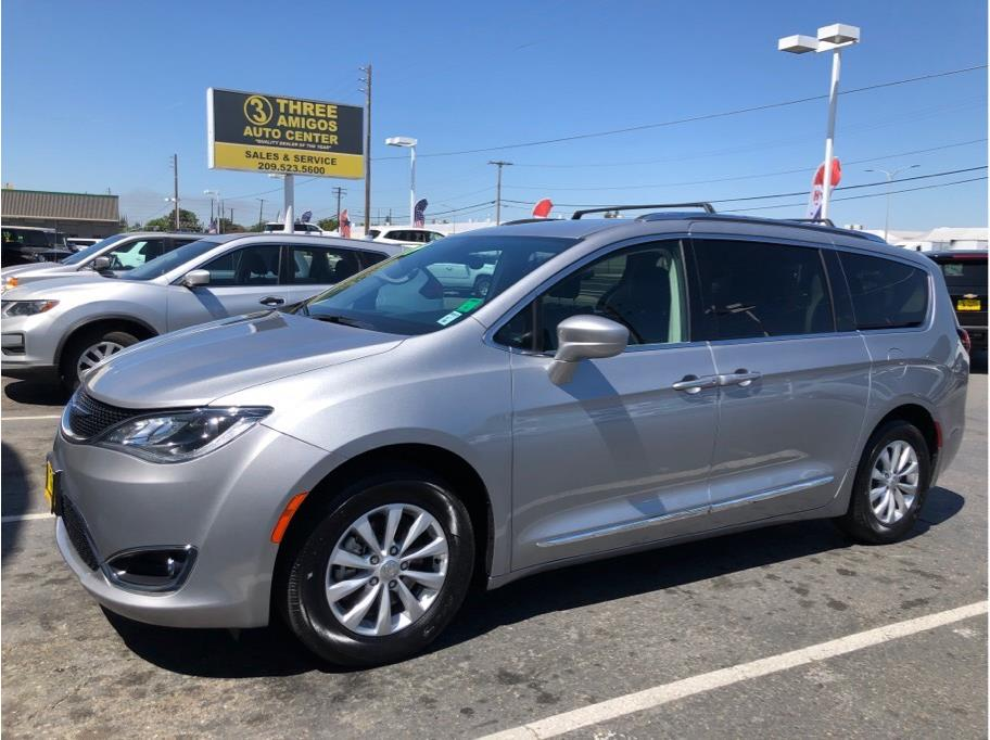 2019 Chrysler Pacifica from Three Amigos Auto Center