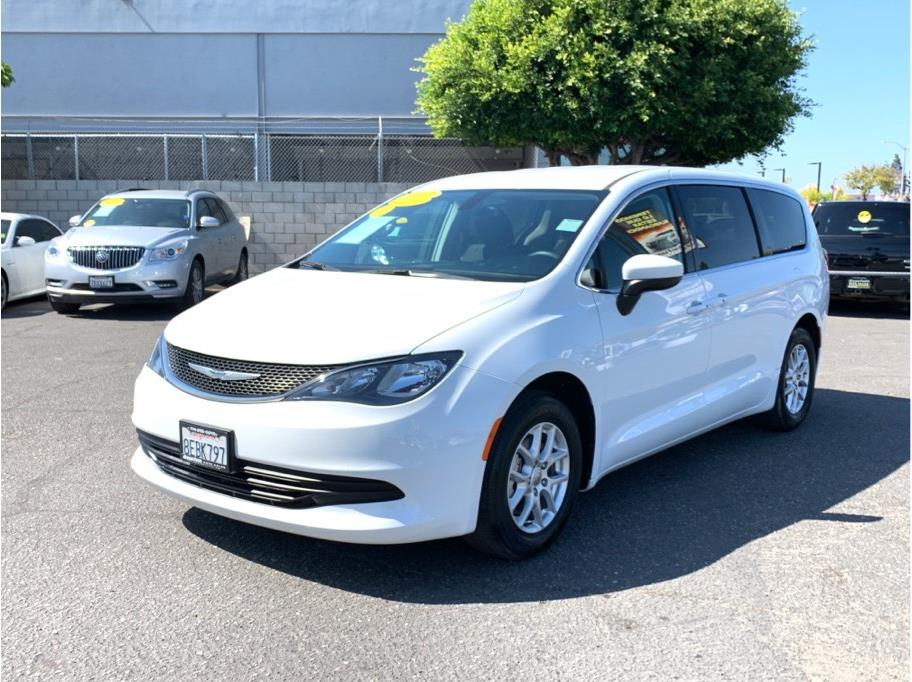 2017 Chrysler Pacifica from Quantum Auto Sales