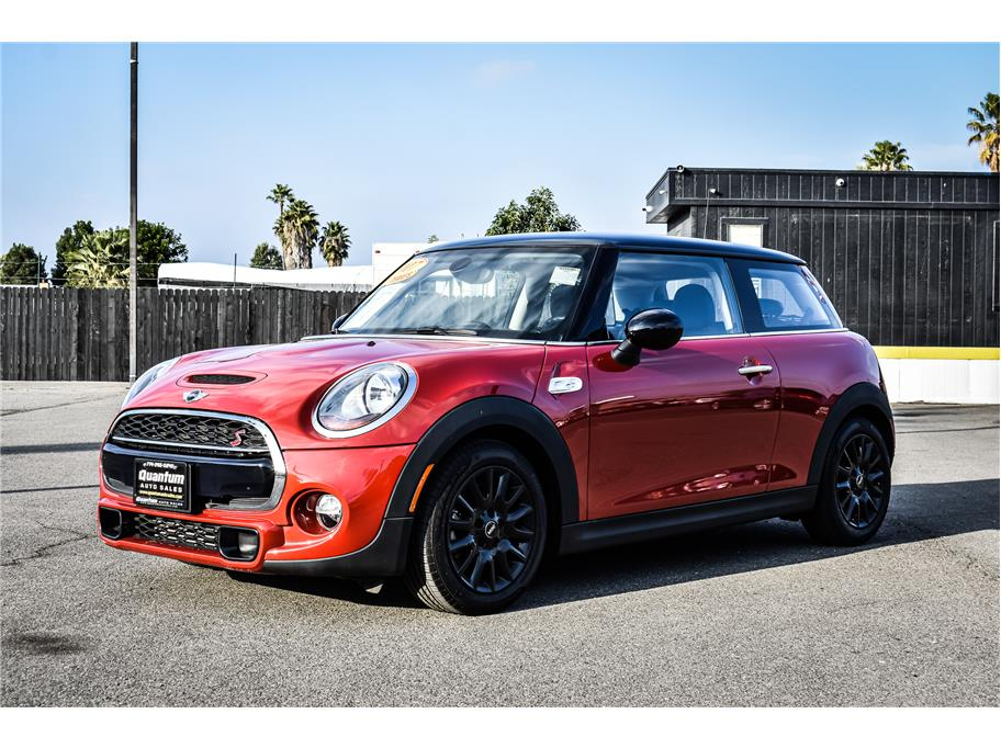 2017 MINI Hardtop 2 Door from Quantum Auto Sales