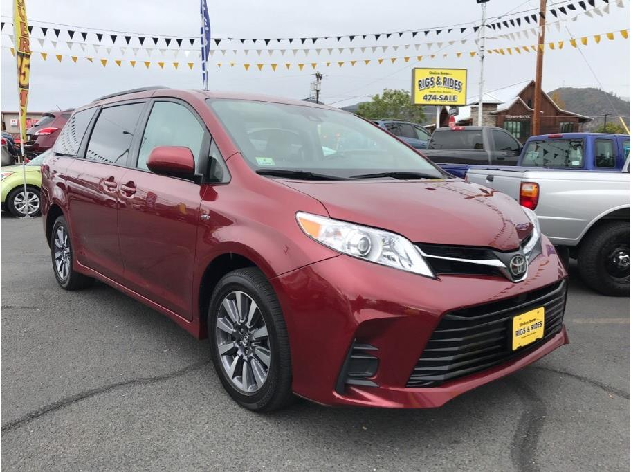 2018 Toyota Sienna from Rigs & Rides