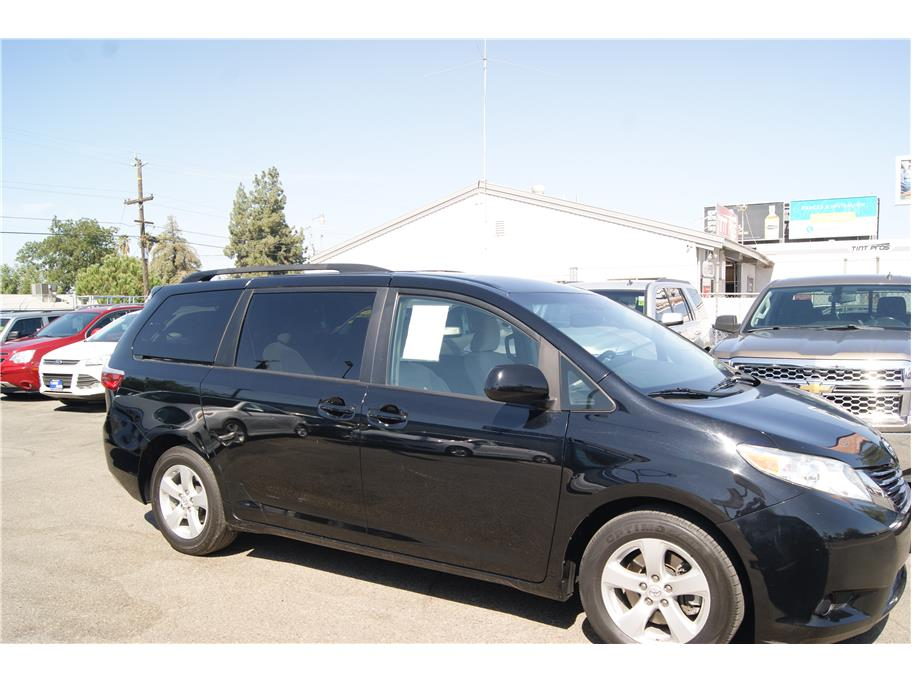 2017 Toyota Sienna from Auto Plaza