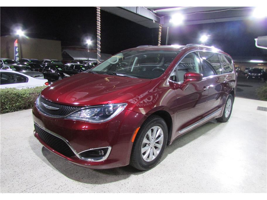 2018 Chrysler Pacifica from ACE Motors