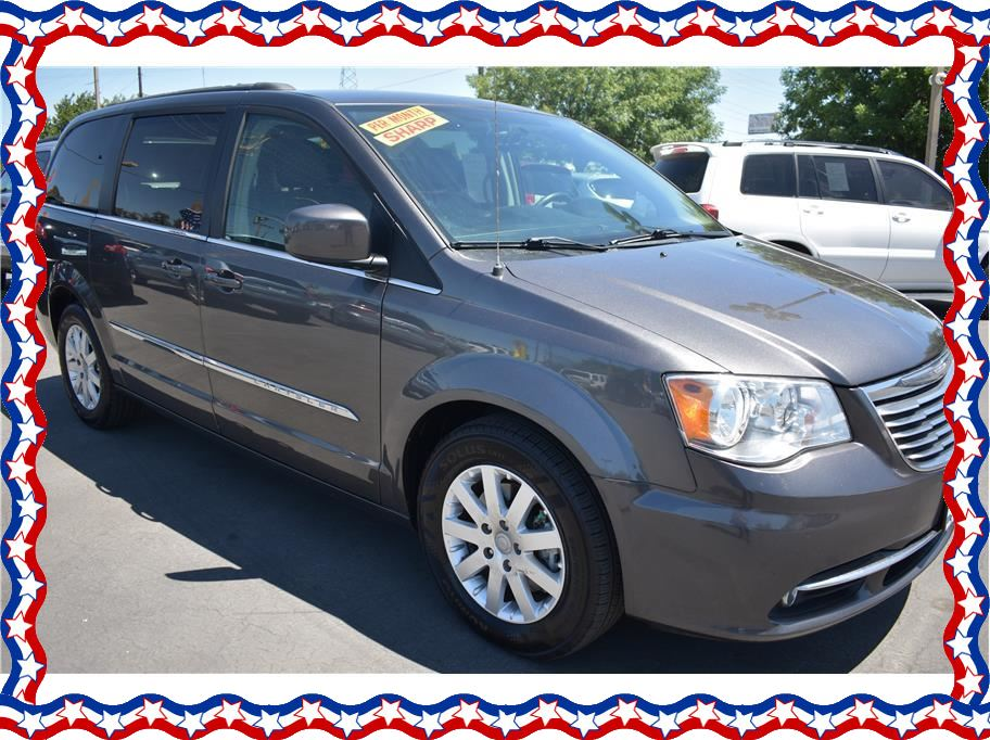 2016 Chrysler Town & Country from American Auto Depot