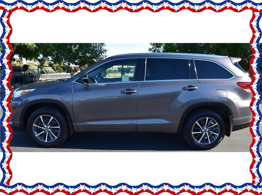 2017 Toyota Highlander from American Auto Depot