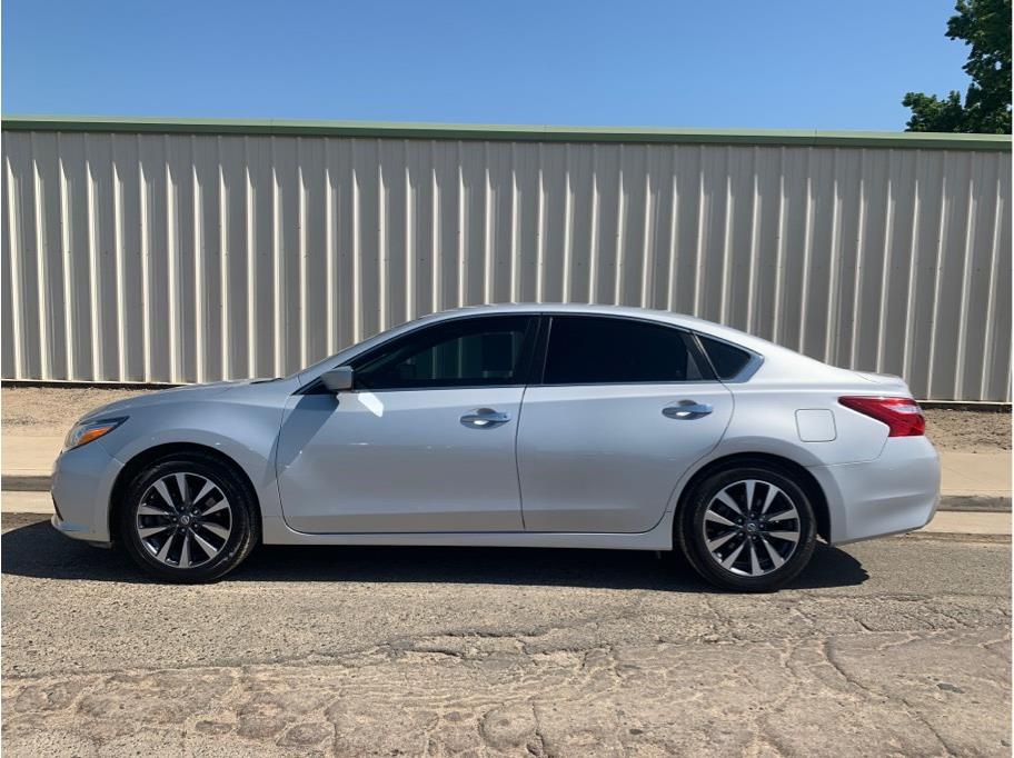2017 Nissan Altima from Dealers Choice