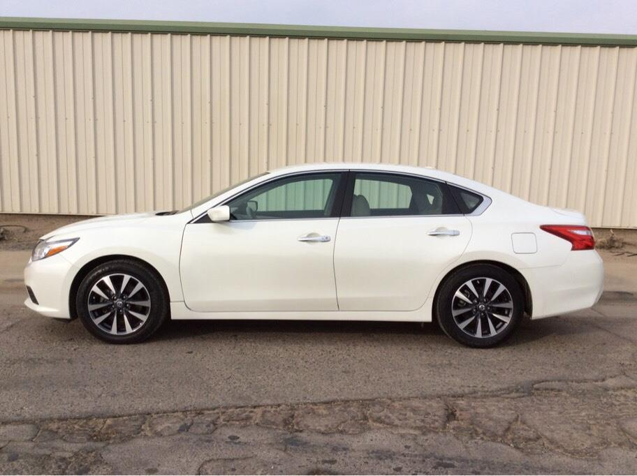 2017 Nissan Altima from Dealer Choice 2
